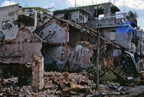 Những ngôi nhà biến thành đống gạch vụn do hỏa lực của Mỹ trong sự kiện Tết Mậu Thân ở Chợ Lớn. Ảnh: Jim Giarrusso.