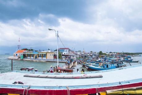 Bến tàu Thạnh An. Nơi đây phong cảnh còn khá hoang sơ, yên tĩnh và thanh bình. Người dân sống chủ yếu bằng nghề biển như đánh bắt cá, làm muối,...