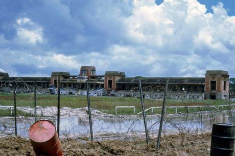 Trường đua Phú Thọ biến thành điểm đóng quân của lực lượng Mỹ - binh lính Sài Gòn trong sự kiện Tết Mậu Thân 1968. Ảnh: Jim Giarrusso.