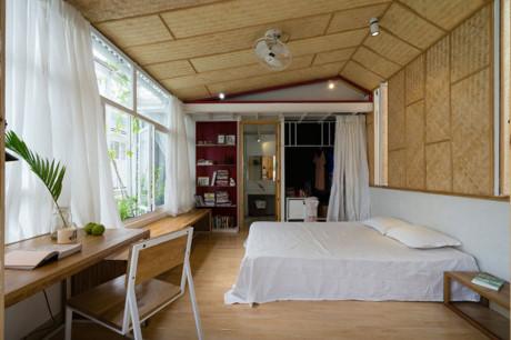 Không gian phòng ngủ hiện đại nhưng vẫn có nét truyền thống đan xen.