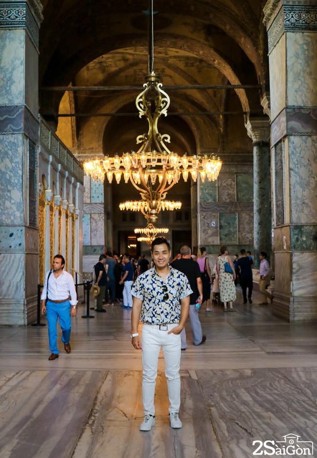 Ben trong nha tho Hagia Sophia 2