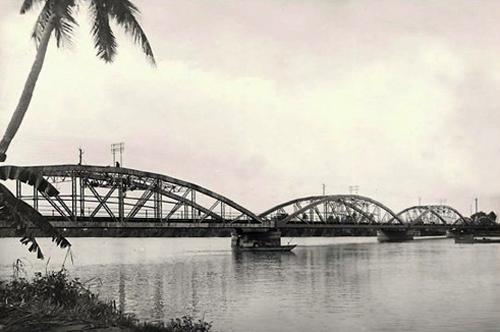 Cầu sắt Bình Lợi năm 1960. Ảnh: Panoramio