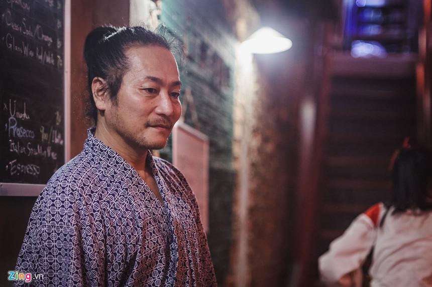 Ông Kogi Inoue, chủ một nhà hàng được trang trí theo phong cách izakaya, cho biết ông đã mở nhà hàng này được 3 tháng. Đây là nhà hàng thứ hai của ông, bên cạnh nơi đầu tiên ở khu vực Lê Thánh Tôn. Ông Kogi đã đến Việt Nam từ 2 năm trước để làm kỹ sư, nhưng chỉ 3 tháng sau ông đã bỏ việc và chuyển sang kinh doanh nhà hàng.