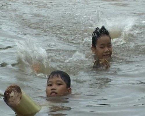 Bè chuối dùng tập bơi