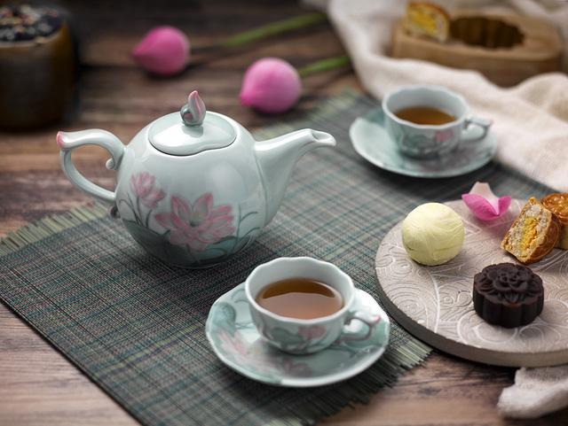 Bộ trà Sen màu