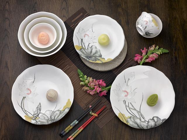 Bộ bàn ăn Tuyết Liên