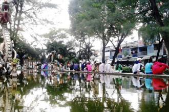 Mỗi chiều, người sống lang thang từ khắp nơi đổ về công viên Thăng Long (đường Hải Thượng Lãn Ông, Q.5)