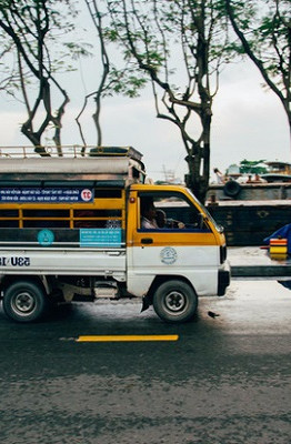 Chiếc xe bus màu vàng xinh xắn này có tên là Đa Su.