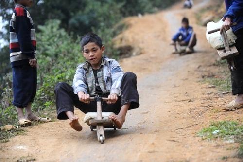 Xe gỗ tự chế trong những cuộc đua thể thức 1 nhí.