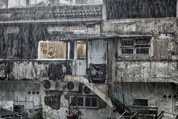 Mưa rả rích, mưa ngân vang, mưa tí tách nhảy nhót trên hiên nhà… âm thanh quen thuộc của những ngày mưa Sài Gòn.