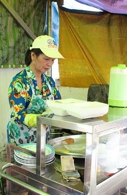Bà Thủy luôn tự hào khi nhắc đến quán bánh cuốn được mẹ chồng giao lại và vẫn giữ được hương vị của món ăn suốt 63 năm qua
