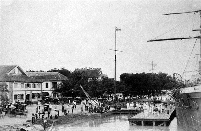 Tàu thuyền làm thủ tục nhập cảng (năm 1890).