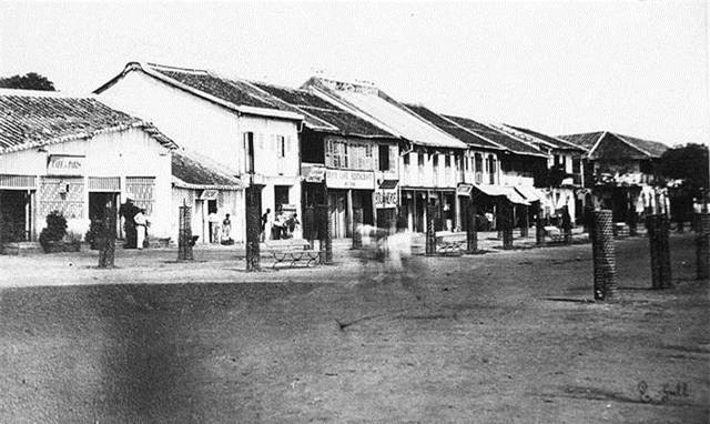 Nhà ở và cửa hàng gần bến cảng (năm 1866).