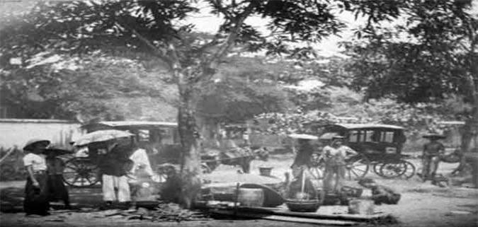 Quán rong trên đường phố (năm 1890).