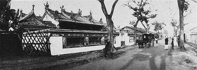 Một ngôi chùa Việt cổ (năm 1900).