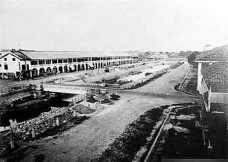 Công trường xây dựng phố Charner trên kênh trung tâm (năm 1866).