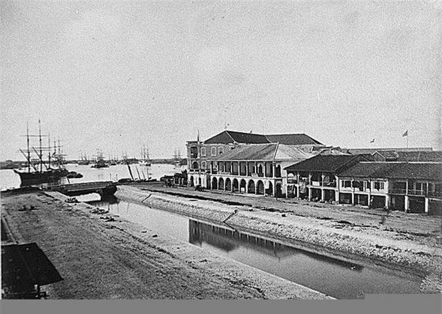 Cảng Sài Gòn và khu phố kiểu kiến trúc thuộc địa (năm 1866).