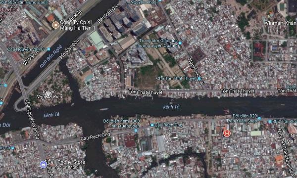Khu vực cù lao Nguyễn Kiệu (chấm xám) và khu vực dọc bờ kênh Tẻ, đường Tôn Thất Thuyết sẽ bị giải toả trong tương lai. Ảnh: Google Maps.