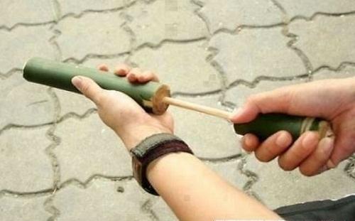 Trò ống thụt cò ke được cánh con trai yêu chuộng.
