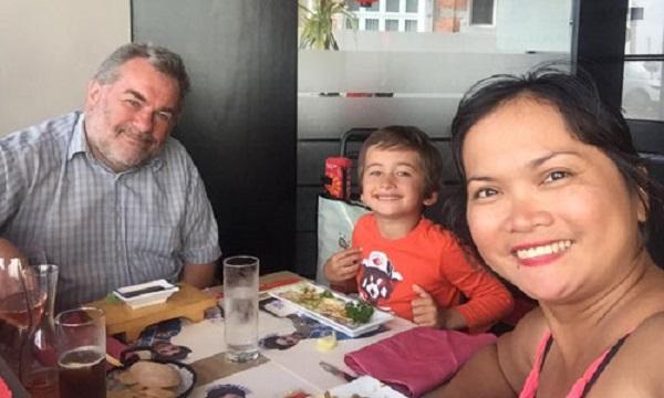 Chị Ngọc Diệp, chồng và con trai út.