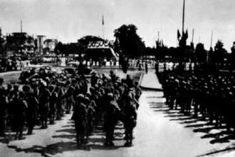 Cách đây 71 năm, vào ngày 2/9/1945, Chủ tịch Hồ Chí Minh đọc bản Tuyên ngôn độc lập tại Quảng trường Ba Đình, mở ra trang sử mới cho dân tộc ta. Trong ảnh là lễ Độc lập ở Ba Đình ngày 2/9/1945. Ảnh tư liệu.