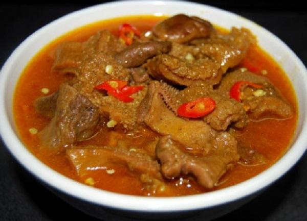 Phá lấu là một trong những món ăn đường phố nổi tiếng ở Sài Gòn. Ảnh: blogdulich