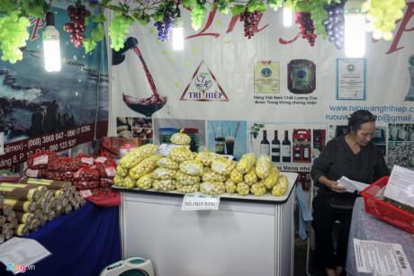 Tại gian hàng bán các đặc sản của tỉnh Ninh Thuận, bà Trí Hiệp (chủ doanh nghiệp Trí Hiệp) cho biết bà đã tham gia hội chợ từ năm 2011 với ước muốn đại diện tỉnh nhà quảng bá các sản phẩm ngon, sạch.