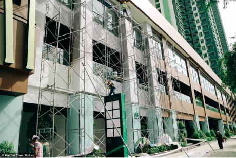 Tòa nhà đang trong giai đoạn hoàn tất.