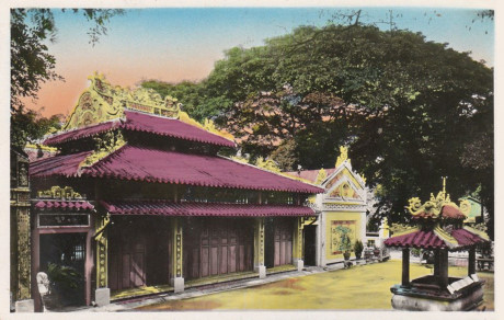 Bên ngoài khu điện thờ ở lăng Ông Bà Chiểu (lăng Lê Văn Duyệt), Sài Gòn. Ảnh tư liệu.