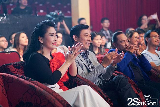 5. Giam khao Kieu Oanh va Van Son thuong thuc cac tiet muc trinh dien cua thi sinh (1)