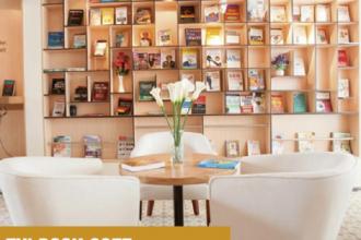 FYI Book Cafe tọa lạc trong một con hẻm trên đường Nguyễn Trãi, quận 1. Quán thu hút mọt sách với kệ sách ngoại văn được chọn lọc.