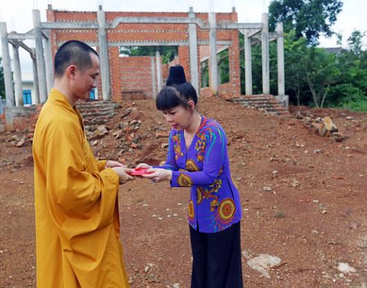 Viet Huong dong gop xay chua tai Binh Phuoc (2)