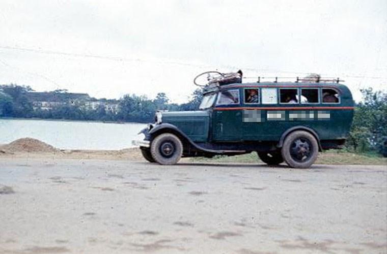 Một xe khách trên đường tỉnh lộ. Ảnh VT