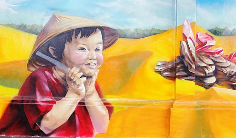 Một phần của bức tranh tường ẢNH LÊ NAM