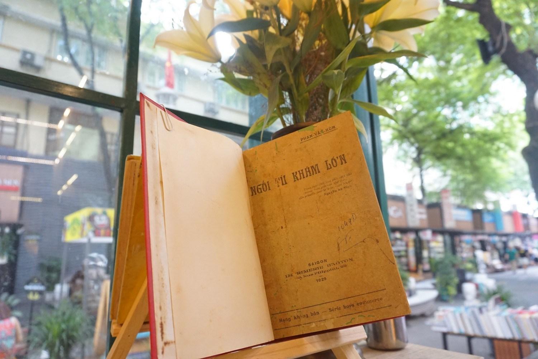 """Ấn bản đầu của tác phẩm """"Ngồi tù khám lớn"""" của Phan Văn Hùm"""
