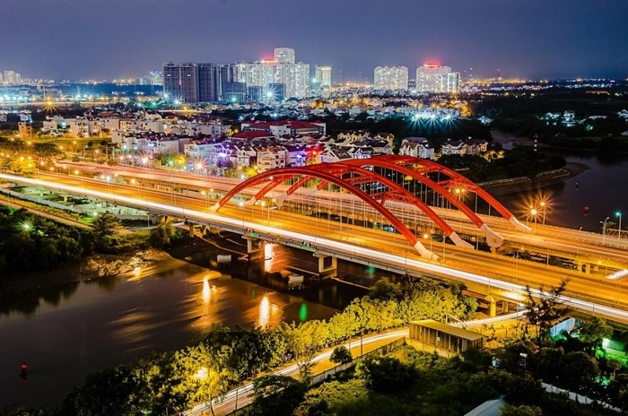 Một góc rực rỡ của kênh Nhiêu Lộc bên cạnh chùa Pháp Hoa - Ảnh: Nguyễn VI