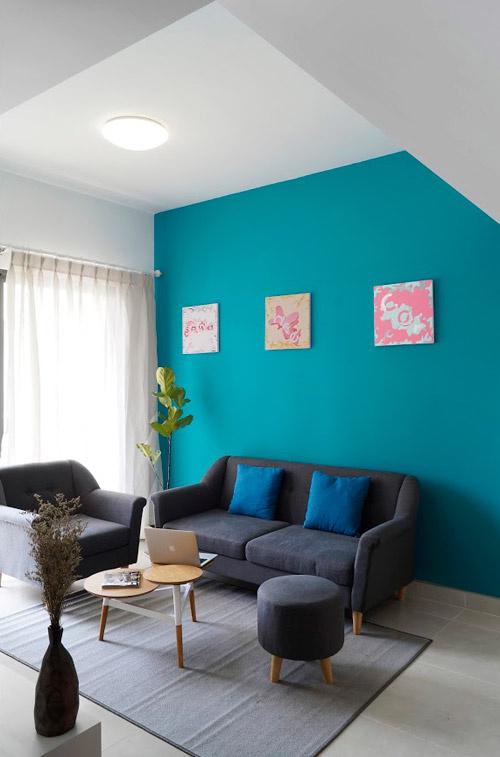 Các kiến trúc sư của Công ty Sawadeesign lựa chọn thiết kế theo phong cách Bắc Âu. Các mảng tường màu sắc và tranh nghệ thuật không chỉ có tác dụng trang trí mà còn có chức năng phân bố không gian.
