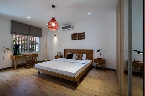 Phòng ngủ đơn giản nhưng ấm áp.