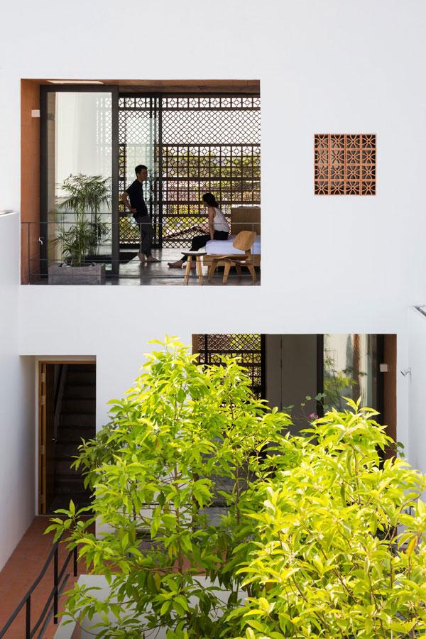 Ở Việt Nam, chất liệu đất nung khá phổ biến nhưng ngày nay không phải ai cũng sử dụng để đưa vào xây dựng căn hộ hiện đại.
