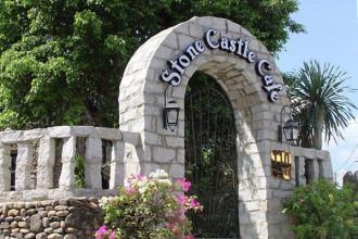 Người ta có thể dành thời gian và tiền bạc để thưởng thức đúng vị của một ly cafe nguyên chất bên không gian yên tĩnh, lãng mạn như thành cổ Paris và Stone Castle Cafe sẽ đưa bạn đến với những trải nghiệm giá trị đó ngay giữa Sài Gòn năng động, phồn hoa.