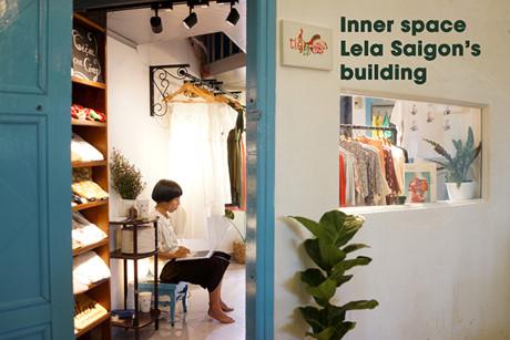 Đặc biệt, khi đến với Lela bạn còn tha hồ được vui chơi, mua sắm thỏa thích với những dịch vụ tiện dụng. Bởi tòa nhà có chứa nhiều nhà hàng, quán cafe, shop quần áo,…  thiết kế độc đáo và thú vị.