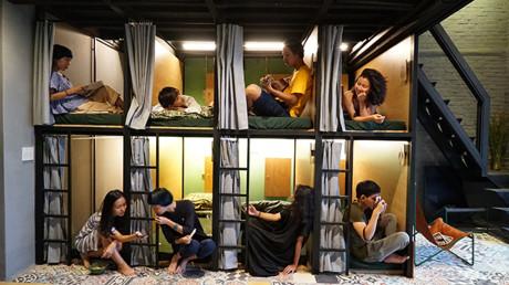 LeLa là một dạng hostel kết hợp homestay, có tất cả 12 giường ngủ. Trong đó có 8 giường đơn dành cho những ai đi du lịch một mình hoặc thậm chí nhóm bạn nhưng cần không gian ngủ riêng và 4 giường đôi dành cho những cặp tình nhân, vợ chồng.