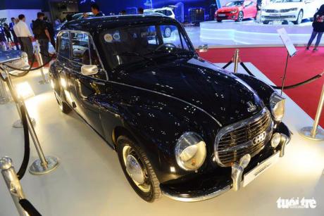 """Không chỉ được chiêm ngưỡng những dòng xe mới, hiện đại nhập khẩu mà khách hàng còn mê mẩn trước nhiều dòng xe cổ từng 'một thời vang bóng' tại triển lãm ôtô quốc tế VN (VIMS 2017). Đến với triển lãm Ôtô quốc tế Việt Nam (VIMS 2017), nhiều khách hàng đến tham quan đều thích thú chiêm ngưỡng vẻ đẹp của nhiều xe cổ được trưng bày khá đẹp mắt. Những mẫu xe đã từng làm """"điên đảo"""" người chơi xe như Mini Cooper 1967, Audi 1949, Karmann Ghia cabriolet 1967, Citroen traction 1942, Citroen Ds 1967… đều được tái xuất tại triển lãm lần này. Không những """"mát mắt"""" với ô tô cổ thì các dòng xe máy đậm chất hoài cổ cũng khiến nhiều khách hàng không tiếc lời trầm trồ, khen ngợi. Hai mẫu xe cực đẹp lần đầu tiên ra mắt tại thị trường Việt Nam là Triumph và Royal Enfield. Đây là những mẫu xe máy đậm chất hoài cổ, bên cạnh những """"siêu mẫu"""" hầm hố của Harley-Davidson. Xe hoi co thap nien 40, 60 'tai xuat' tai Sai Gon - Anh 1 Chiếc Citroen DS 1967 được trưng bày tại triển lãm Xe hoi co thap nien 40, 60 'tai xuat' tai Sai Gon - Anh 2 Chiếc Citroen Traction 1942 Xe hoi co thap nien 40, 60 'tai xuat' tai Sai Gon - Anh 3 Chiếc Karmannn Ghia Cabriolet 1967 Xe hoi co thap nien 40, 60 'tai xuat' tai Sai Gon - Anh 4 Chiếc Mini Cooper 1967 Xe hoi co thap nien 40, 60 'tai xuat' tai Sai Gon - Anh 5 Chiếc Audi 1949"""