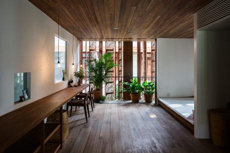 Kiến trúc sư tạo thêm không gian đầy cây xanh trong phòng ngủ. Nhấn nhá cho không gian sống bằng những mảng màu xanh mát mắt của cây cối là giải pháp được nhiều người lựa chọn.