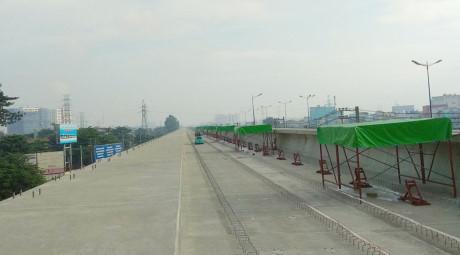 Việc lắp đặt đường ray đoạn đi trên cao dài 17 km sẽ hoàn thành vào cuối năm 2018