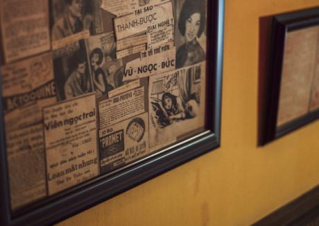 Những tờ báo thật ấy quý lắm, bây giờ không còn nhiều, hiếm lắm mới có người giữ lại, quán phải đi tìm đi lùng để mua lại cho mọi người được nhìn thấy, chiêm ngưỡng và cảm nhận được ngày xa xưa ấy gần hơn một chút...