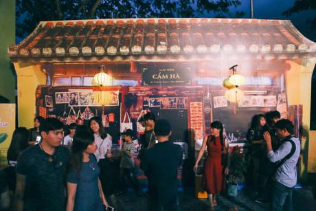 Hình ảnh đậm chất Hội An. Những ngõ nhỏ, những khu phố cổ kính đầy giá trị thời gian của Hội An được xuất hiện giữa TP.HCM càng tôn vinh thêm giá trị văn hóa của một di sản thế giới.