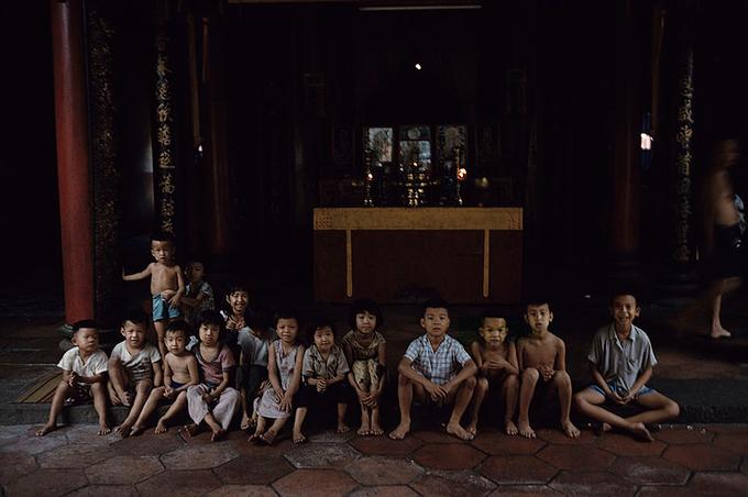 Những đứa trẻ sinh sống ở khu vực người Hoa thập niên 60.