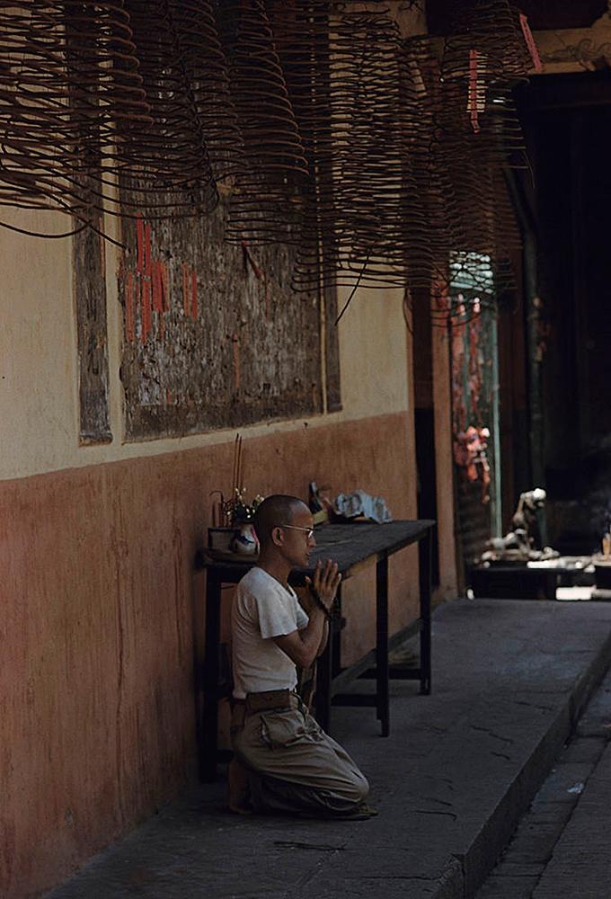 Đời sống tâm linh là điều không thể thiếu đối với bất kỳ cộng đồng người Hoa nào. Nhiều ngôi chùa gốc Hoa hàng trăm năm tuổi ở Sài Gòn có thể minh chứng cho điều này.
