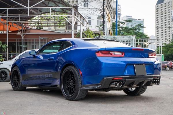Bản độ này được thực hiện trên Camaro thế hệ thứ 6. So với đời trước, thân xe vẫn giữ dáng fastback, chiều dài giảm 56 mm, chiều cao và chiều rộng cũng giảm đi 25 mm. Khối lượng tổng thể giảm 90 kg nhờ sử dụng nhiều vật liệu nhôm thay vì thép ở nhiều bộ phận, ví dụ như phần khung bảng điều khiển và hệ thống treo. Dù nhẹ hơn, Camaro 2017 lại gia tăng độ cứng thêm 28%.